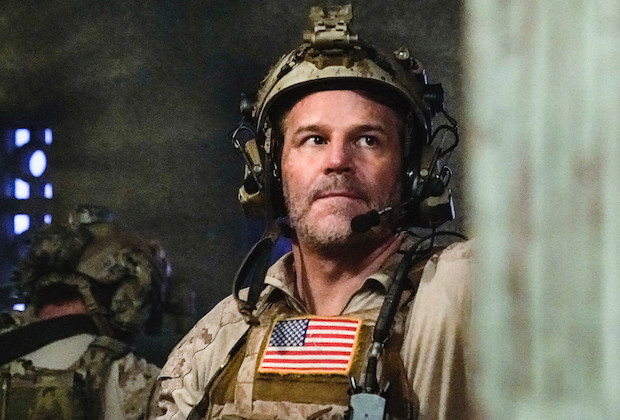 """The Carrot or The Stick"" – With no leads on Ray's whereabouts, Jason pushes Bravo team to extreme lengths and considers crossing a dangerous line to help locate their missing brother. Meanwhile, Ray tries to survive captivity, on SEAL TEAM, Wednesday, Jan. 13 (9:00-10:00 PM, ET/PT) on the CBS Television Network. Pictured: David Boreanaz as Jason Hayes. Photo: Cliff Lipson/CBS ©2020 CBS Broadcasting, Inc. All Rights Reserved."