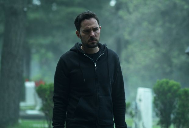 Who Killed Sara? Manolo Cardona as Alex