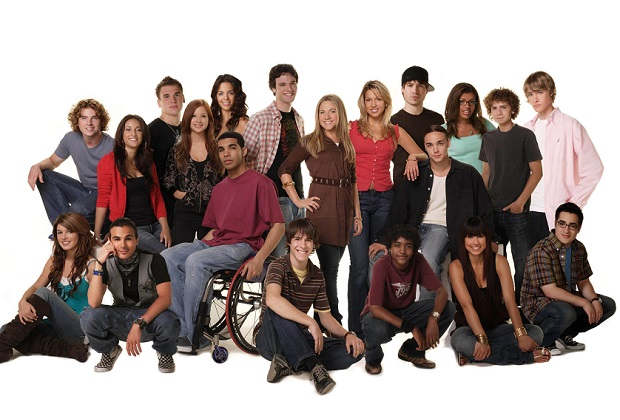 DEGRASSI: THE NEXT GENERATION, cast portrait,  2001-2007, ©CATV / courtesy Everett Collection