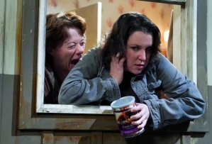 Mom 8x18: Shannon and Jolene in Series Finale