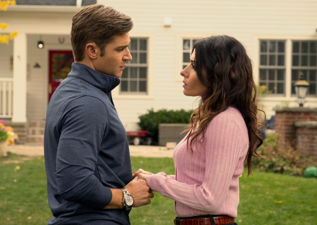 Sarah Shahi and Mike Vogel in Sex/Life Season 1