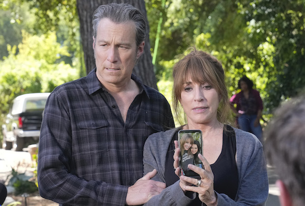 """REBEL - """"Trial Day"""" – Rebel's personal life becomes headline news and she begrudgingly distances herself from the Stonemore Medical trial on an all-new episode of """"Rebel,"""" THURSDAY, JUNE 10 (9:00-10:00 p.m. EDT), on ABC. (ABC/Scott Everett White)JOHN CORBETT, KATEY SAGAL"""
