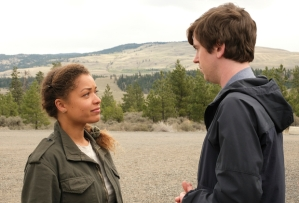 The Good Doctor 4x20 - Antonia Thomas and Freddie Highmore as Claire and Shaun