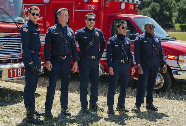 """9-1-1: L-R: Oliver Stark, Peter Krause, Ryan Guzman, Kenneth Choi and Aisha Hinds in the """"Treasure Hunt"""" episode of 9-1-1 airing Monday, May 10 (8:00-9:00 PM ET/PT) on FOX. CR: Jack Zeman /FOX. © 2021 FOX Media LLC."""