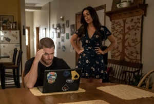 Stephen Amell and Alison Luff in Heels Season 1