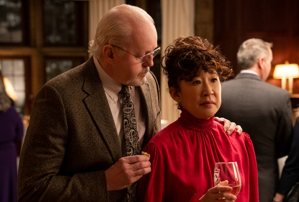 THE CHAIR (L to R) DAVID MORSE as DEAN LARSON and SANDRA OH as JI-YOON in episode 102 of THE CHAIR Cr. ELIZA MORSE/NETFLIX © 2021
