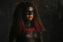 Batwoman Boss Teases Ryan's Potential Family, Alice's Crisis and a Secret Poison Ivy Twist in Season 3