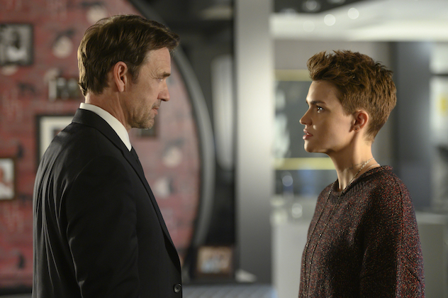 """Batwoman -- """"Pilot"""" -- Image Number: BWN101a_0138.jpg -- Pictured (L-R): Dougray Scott as Jacob Kane and Ruby Rose as Kate Kane -- Photo: Kimberley French/The CW -- © 2019 The CW Network, LLC. All Rights Reserved."""